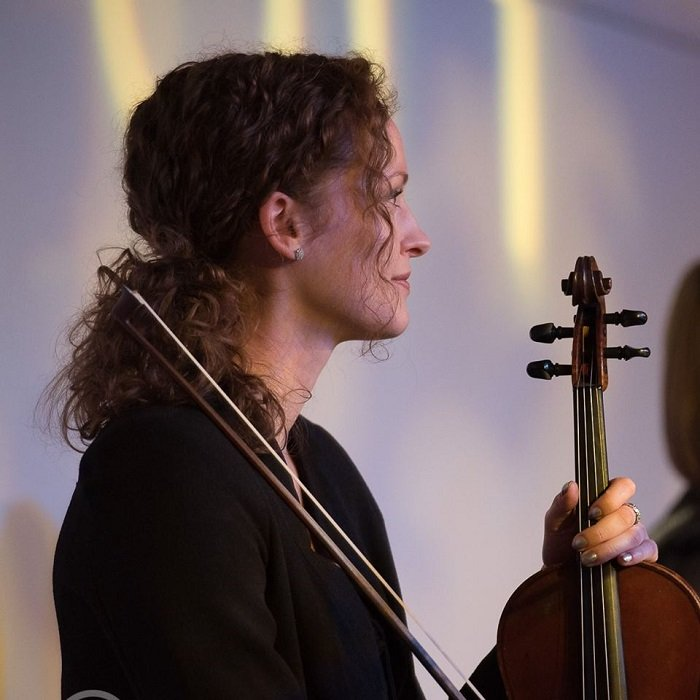 Shona Masson with fiddle